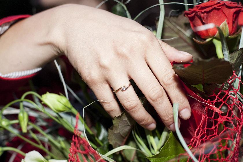 Mateusz nie wiedział jaki rozmiar pierścionka nosi Klaudia. Ale udało mu się wybrać idealnie