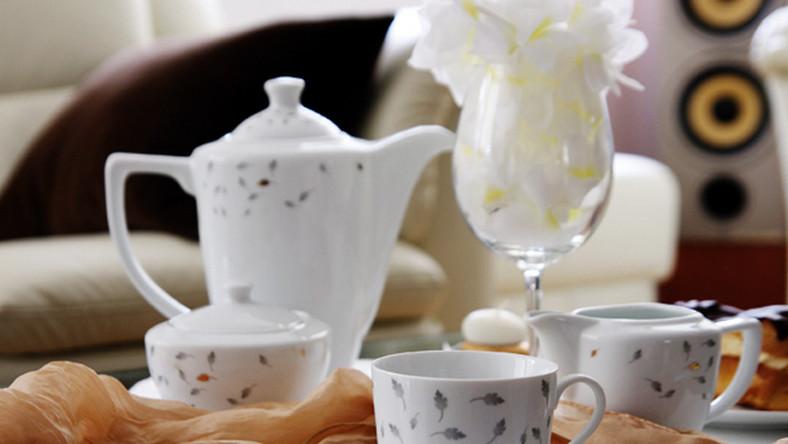 Kawa w białej porcelanie