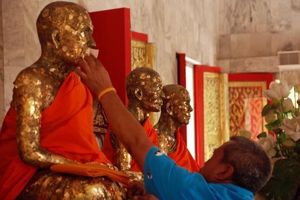 Posągi świętych mnichów w świątynii Wat Chalong na Phuket