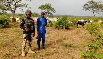 The herders and their cattle were rescued by ground and air troops [KDSG]