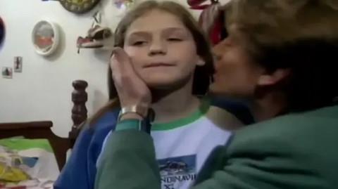 """Bila je najbolja drugarica Neci u seriji """"Srećni ljudi"""": Više se ne bavi glumom, ali je i dalje okružena glumcima! Evo kako Vesna danas izgleda! FOTO"""