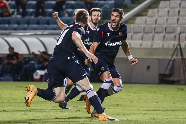 Ivanić i Falćineli trče ka Kataiju nakon što je doveo FK Crvena zvezda u vođstvo protiv Ararata