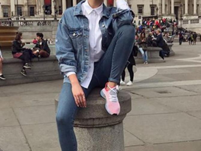 Srpska pevačica ŠOKIRALA! Usred BUTIKA skinula sve sa sebe, pa fotke objavila na Instagramu!
