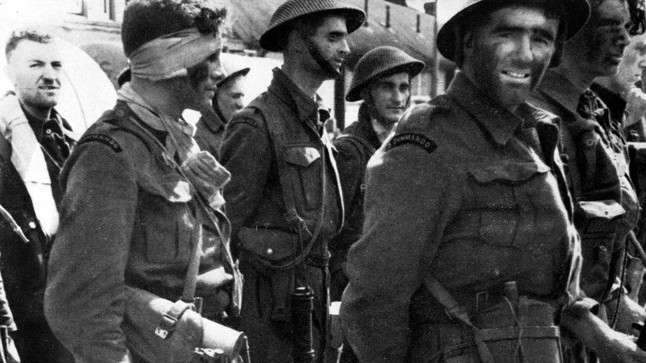 Brytyjscy żołnierze w Anglii po powrocie z rajdu na Dieppe (sierpień 1942 r.)
