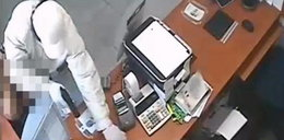 Napad na bank w Białymstoku. Policja pokazała nagranie