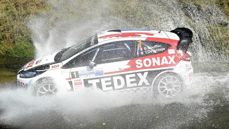 Załoga Bryan Bouffier i Thibault de la Haye w Fordzie Fiesta na trasie jednego z odcinków specjalnych 24. Rajdu Rzeszowskiego w Lubeni