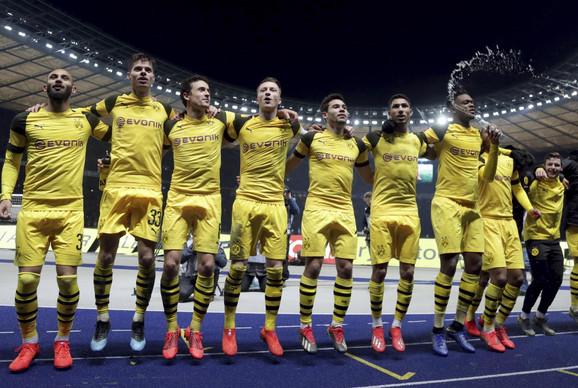 Fudbaleri Borusije slave pobedu protiv Herte