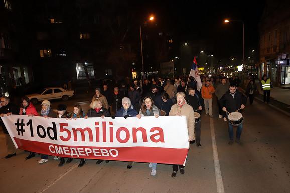 Na početku protestne kolone istaknut je glavni slogan