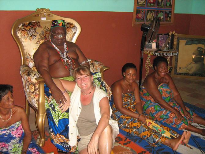 Sonja Lapatanov sa Agoelom Agboom, lokalnim kraljem u Beninu