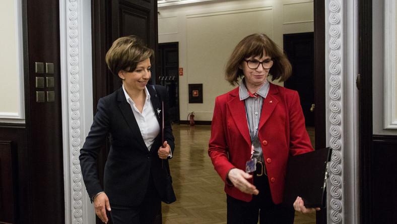 Marlena Maląg (z lewej)