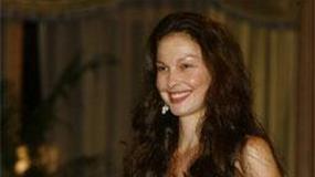 39-letnia absolwentka Ashley Judd