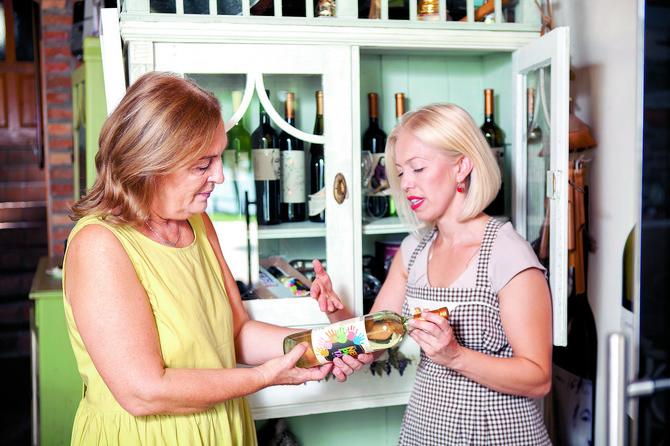 Preko etiketa na vinima mogu se upoznati svi članovi Ivanine porodice
