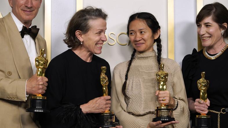 "Twórcy filmu ""Nomadland"": Peter Spears, Frances McDormand, Chloe Zhao i Mollye Asher"