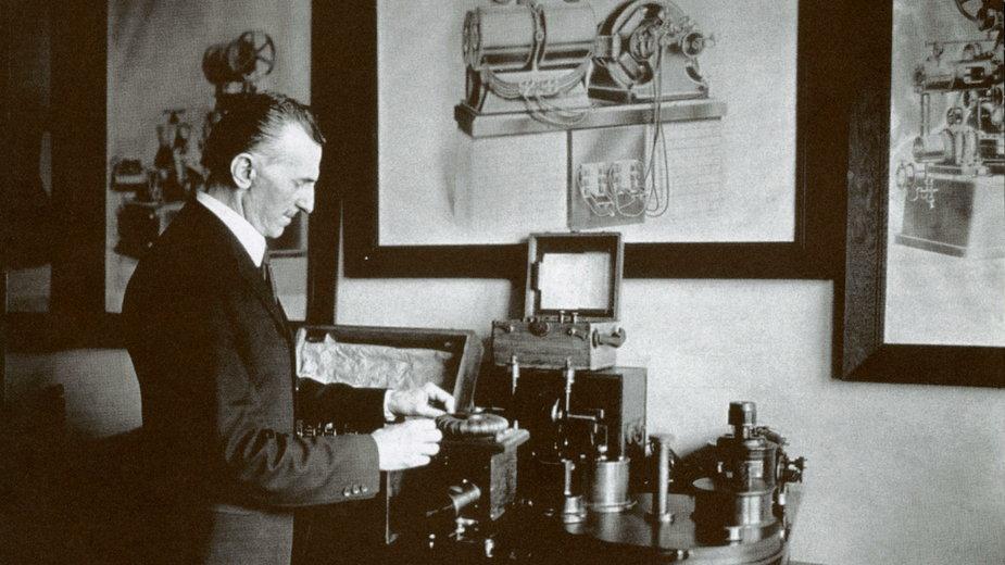 Tesla w swoim biurze w Nowym Jorku w 1916r