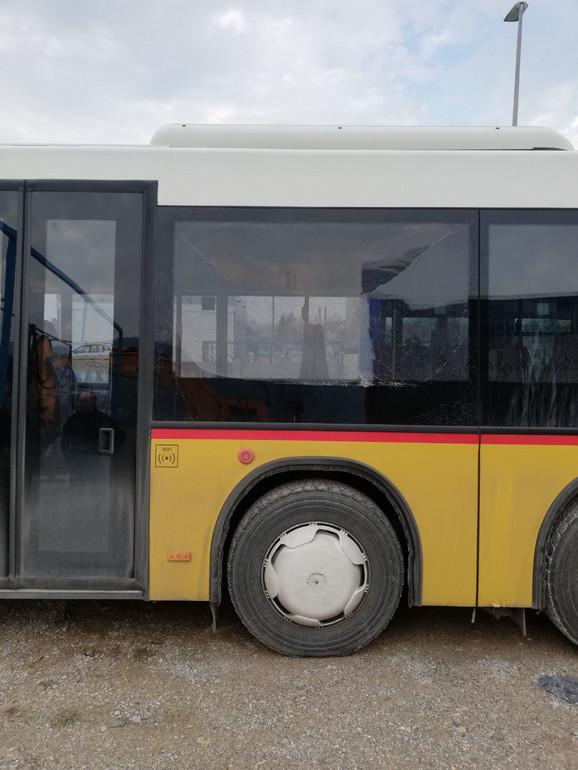 Autobus oštećen na parkingu kod Niške Banje