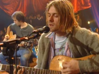 "Kurt Cobain podczas koncertu ""MTV Unplugged in New York"""