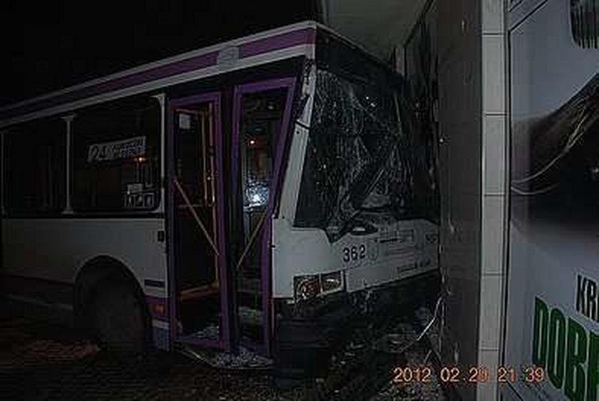 Autobus wjechał w Chucka Norrisa