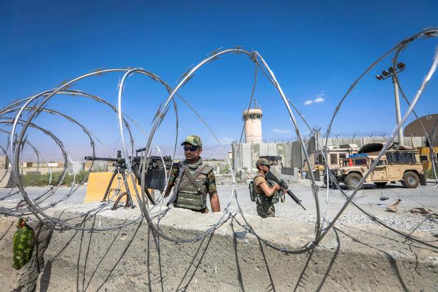 Chociaż w trzy miesiące przejęli kontrolę nad olbrzymią częścią Afganistanu, nie zdobyli żadnego ważniejszego ośrodka. Nawet nie próbowali.
