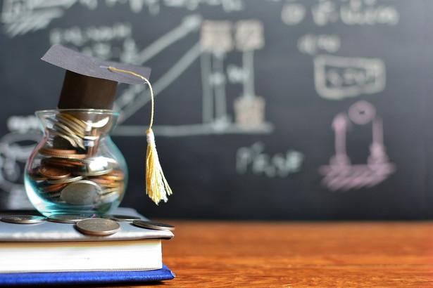 Sesja na studiach dobiega końca. Z sondy DGP wynika, że większość uczelni zdecydowała się na egzaminy online.
