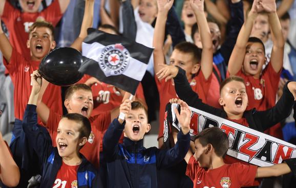 Mališani su davali vetar u leđa Partizanu! Bravo, deco!