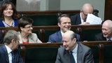 Posłowie koalicji głosują przeciw Nowakowi!