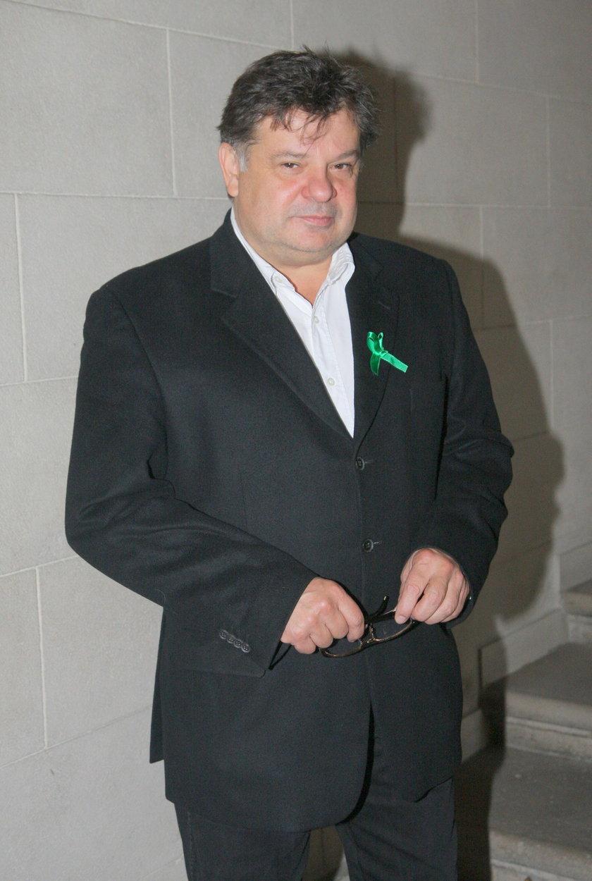 Krzysztof Globisz pozuje do zdjęcia