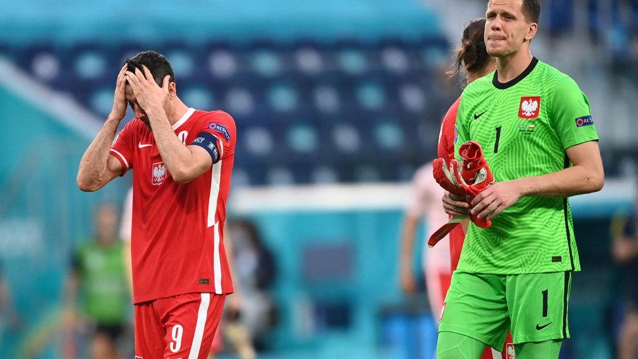 Wojciech Szczęsny i Robert Lewandowski po meczu ze Szwecją