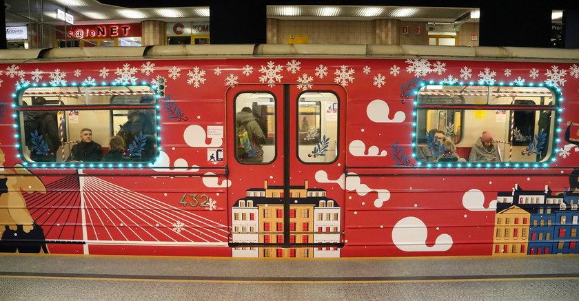 Przejedź się świątecznym metrem