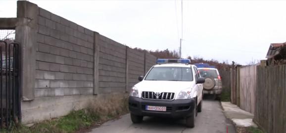 Policija na uviđaju ispred porodične kuće