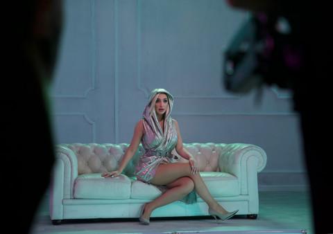 Maja Berović snimila novi spot, svi gledaju u njene obline!