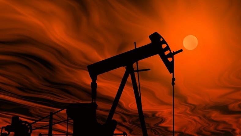 Spadają zapasy ropy
