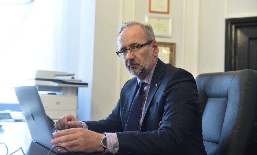 Minister Niedzielski nie wyobraża sobie, by medycy mogli dopuszczać się fałszowania dokumentacji medycznej.