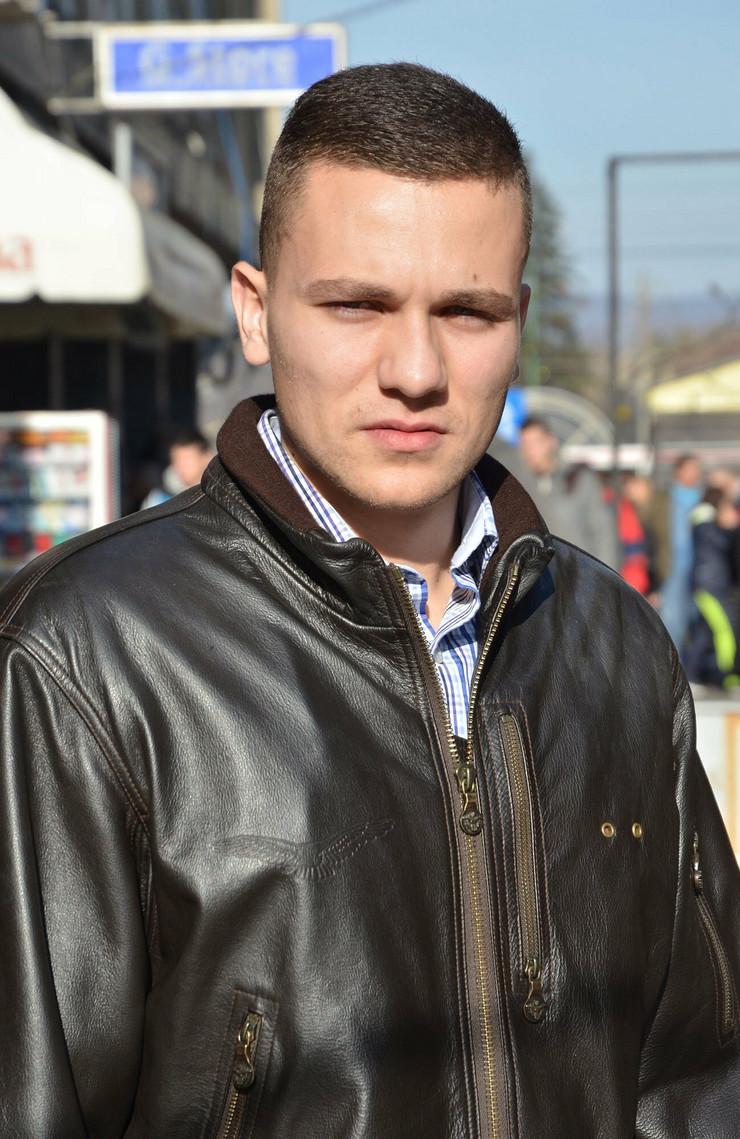 422585_nis-14-1-2014-branimir-djuric-iz-nisa-koji-se-odrekao-diplpme-fakulteta-zbog-partiskog-zaposljavanja-ras-k-kamenov