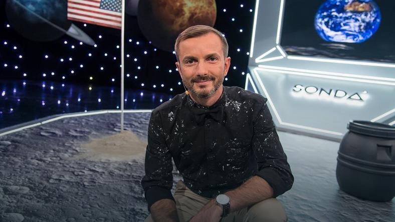 "Tomasz Rożek  na planie programu ""Sonda"""