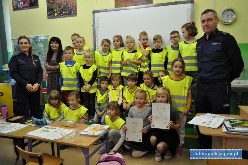 Policjanci z dziećmi