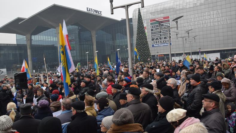 Protest przeciwko decyzji wojewody o placu Kaczyńskich