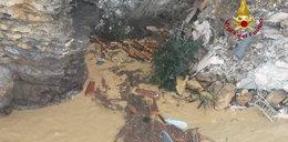 Cmentarz zapadł się do morza. Trumny ze szczątkami wpadły do wody