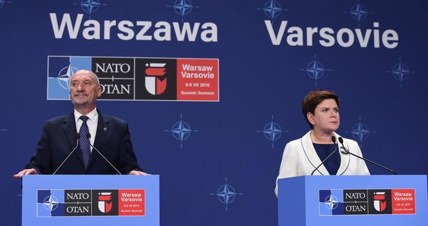 Minister obrony narodowej Antoni Macierewicz i premier Beata Szydło