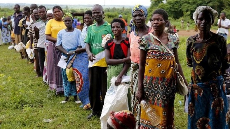 Malawians queue for food aid distributed by the United Nations World Food Progamme (WFP) in Mzumazi village near the capital Lilongwe, February 3, 2016.
