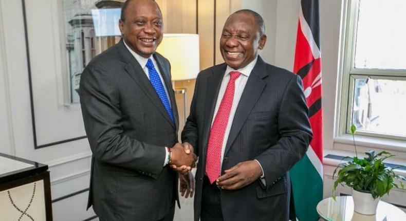 President Uhuru Kenyatta shakes hands with his South African counterpart Cyril Ramaphosa. (Kenyans)