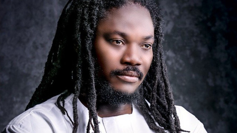 Daddy Showkey has come out to slam the government over the manner at which Naira Marley was treated during his arraignment in court [Faces International Magazine]