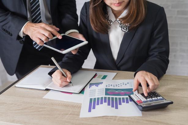 Wymóg kontrasygnaty skarbnika jest ustanowiony we wszystkich ustawach ustrojowych samorządu