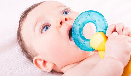 """Przykra przypadłość u niemowląt. Wyglądają jak """"małe wampiry"""""""