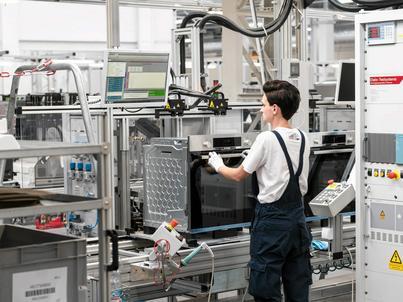 GUS podał najnowsze dane dotyczące produkcji przemysłowej i sprzedazy detalicznej