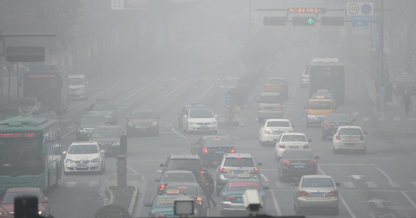 Chiny chcą zakazać aut na tradycyjną benzynę, ropę i gaz