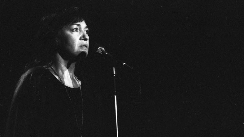 Kraków 06.1986. Recital Ewy Demarczyk w Teatrze im. Juliusza Słowackiego. meg PAP/Jerzy Ochoński Dokładny dzień wydarzenia nieustalony.
