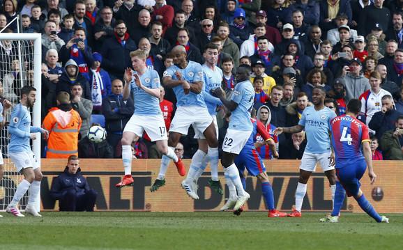 Luka Milivojević na utakmici protiv Mančester sitija