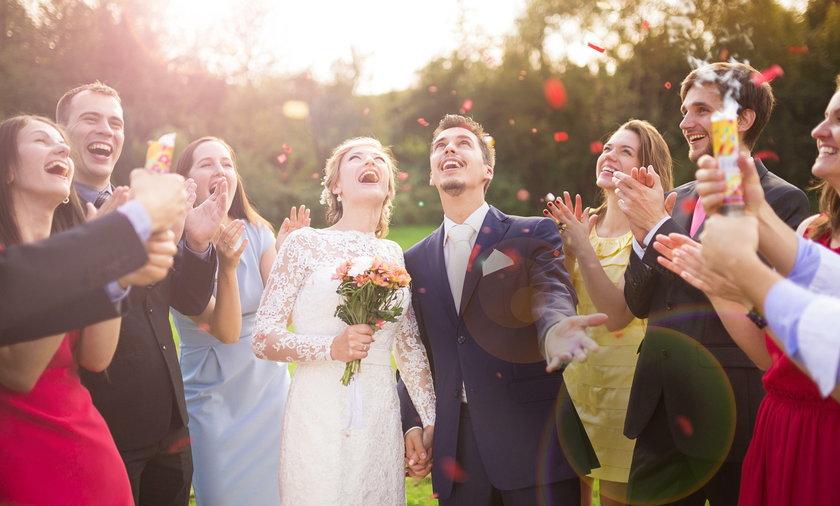 Ile włożyć do koperty ślubnej?