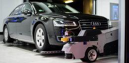 Robot parkuje samochody na lotnisku!