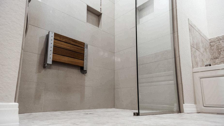Prysznic walk in to nowoczesne rozwiązanie do łazienki - jsnewtonian/stock.adobe.com